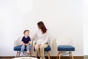 Cómo apoyar a tu hijo en su primera consulta con el dentista u ortodoncista